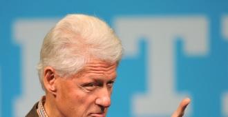 Una mujer acusa a Bill Clinton de propasarse, en 1980