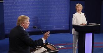 Trump pierde valiosa ocasi�n y Clinton avista la puerta de la Casa Blanca