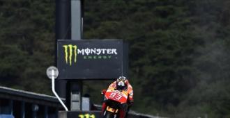 Rossi y Lorenzo luchan por el honor en Australia