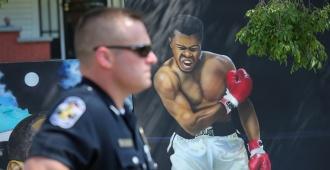 Hijo del boxeador Mohamed Alí, retenido en un aeropuerto de Florida