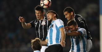 Racing igualó con Corinthians y pasó a cuartos de final