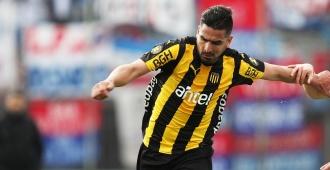 Peñarol va por un triunfo y espera una caída de Defensor para ser campeón