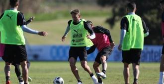 Uruguay entrena con 23 futbolistas a la espera de Suárez, Godín y Cavani