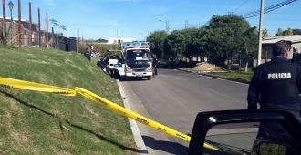 Asesinaron a un policía que se encontraba junto a un camión de reparto