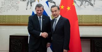 Uruguay firma acuerdo para atraer inversión china en infraestructuras