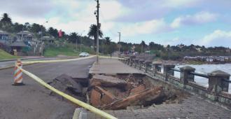 Se hundió parte de la rambla frente al Argentino Hotel de Piriápolis tras temporal de mar