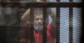 Expresidente Mursi es enterrado en El Cairo un día después de morir en juicio