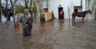 Militares desplegados en todo el pa�s debido a las inundaciones