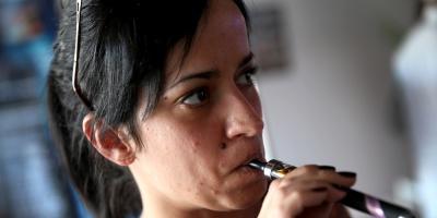 El auge del cigarro electrónico, preocupa a las autoridades de EEUU