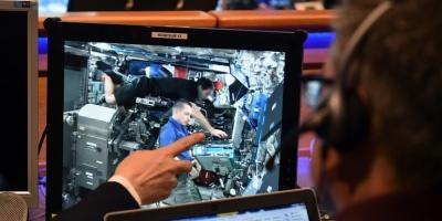 """Astronautas de Francia y EEUU concluyen """"con éxito"""" su salida al espacio"""