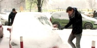 Fuertes nevadas bloquearon a miles de pasajeros y automovilistas en España