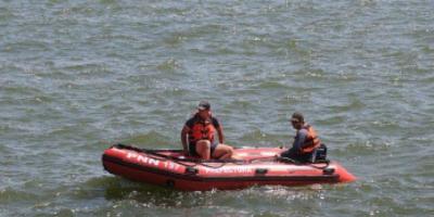 Buscan a joven que desapareció en el río Santa Lucía