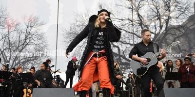 Madonna hace aparición sorpresa en Marcha de las Mujeres