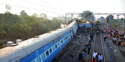 Mueren 36 personas en el descarrilamiento de un tren en India