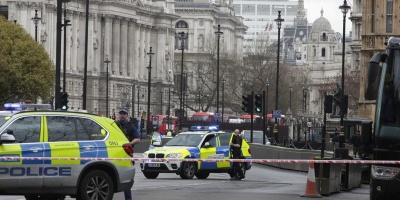 Policía acuchillado y agresor abatido ante Parlamento británico