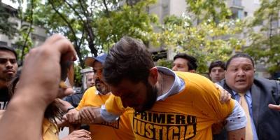 Con lluvia de gases, antimotines dispersan marcha opositora en Venezuela
