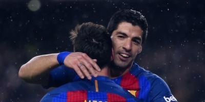 El Barcelona gana el derbi al Espanyol con doblete de Suárez y sigue líder