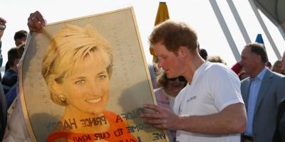 Príncipe Enrique confiesa que funerales de Diana fueron un trauma para él