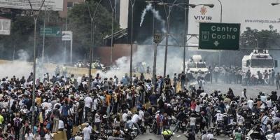 Miles marchan hacia cuarteles en Venezuela en repudio a muertes en protestas
