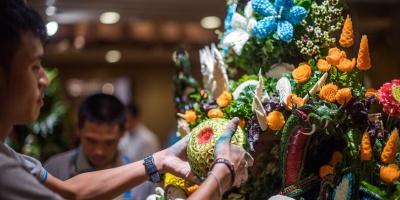 La escultura de frutas, un arte minucioso tradicional en Tailandia