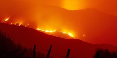 Continúan mortales incendios en EE.UU., Portugal y España