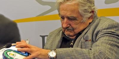 Mujica mantiene postura de mediar en el fútbol