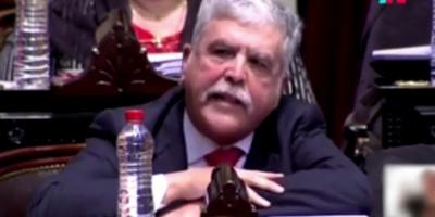 """Diputado argentino De Vido pide """"licencia"""" tras orden de desafuero y arresto"""