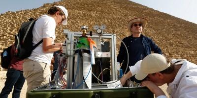 La física de partículas saca a la luz nueva cámara en la pirámide de Keops