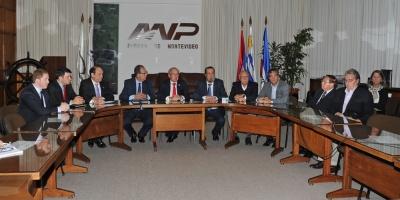 Gobierno busca resolver congestionamiento de buques paraguayos