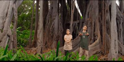 Adexe & Nau le cantan a la Navidad en su nuevo video