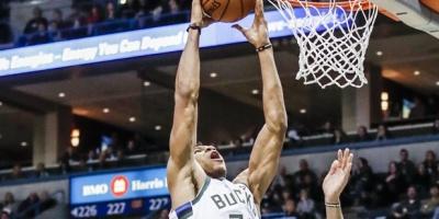Canasta polémica de Antetokounmpo da triunfo a los Bucks