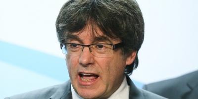 """Puigdemont pide a Rajoy que negocie con el """"legítimo gobierno"""" de Cataluña"""