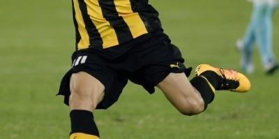 El delantero de Peñarol Lucas Viatri sufre accidente en ojo izquierdo