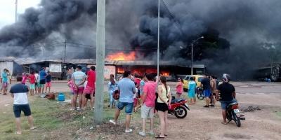 Salto: Importantes pérdidas por incendio en paseo de compras