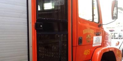 Ardua labor de Bomberos para combatir incendio en San Carlos