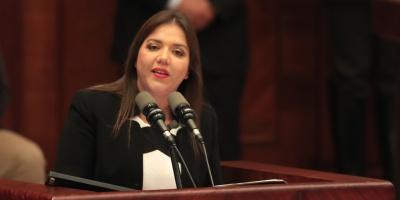 Ecuador designa a psicóloga como vicepresidenta en lugar de Glas, en prisión