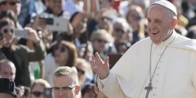 Presentan ornamentos que usará el papa Francisco en su visita a Chile