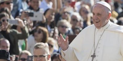 El papa invita a 2.100 sintecho, presos y refugiados a ir al Circo en Roma
