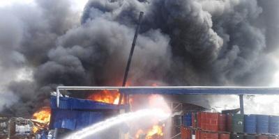 Controlado el incendio buscan indicios del operario desaparecido