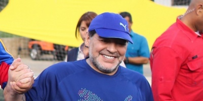 Maradona critica al Sevilla por la destitución de Eduardo Berizzo