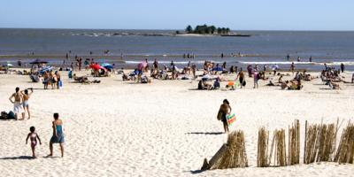 Comienza vigilancia con marineros en playas de Montevideo