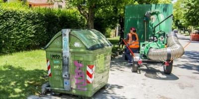 Limpieza entorno de contenedores por privados es 30% más barata