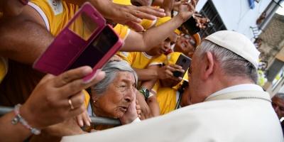 El Papa instó a luchar contra la plaga del feminicidio
