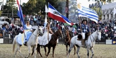 Personas de todo el mundo participan de la Fiesta de la Patria Gaucha en Tacuarembó