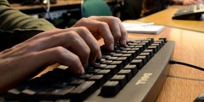 Francia legislará contra el racismo en internet y quiere que la UE también
