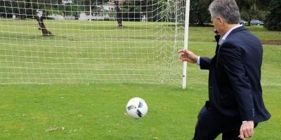 Conmebol dará máxima distinción a Macri por su aporte al fútbol sudamericano