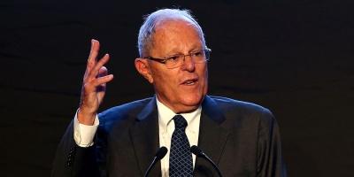 Renunció el presidente de Perú acusado de comprar votos