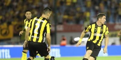 Peñarol estrena bandera gigante en Campeón del Siglo ante Atlético Tucumán