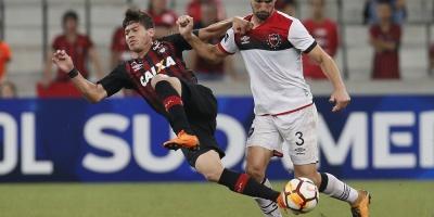 Atlético Paranaense golea a un Newell's Old Boys con semblante de crisis