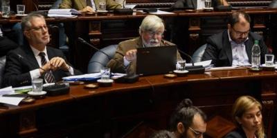 FA respaldó a Bonomi, oposición pidió censura